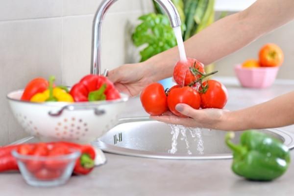 ล้างผักผลไม้สด
